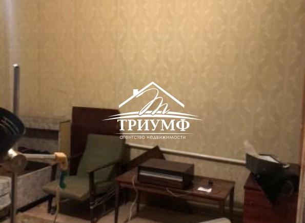 2-комнатная квартира  под ремонт в Центре.