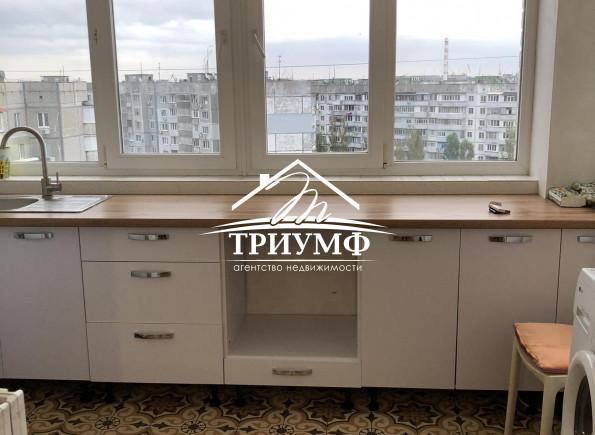 Просторная квартира на Новом Острове с огромной кухней!