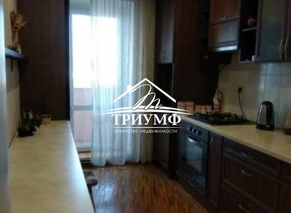 3-комнатная квартира в районе Таврического