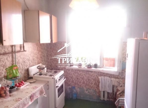 Продам 4-комнатную квартиру в районе Острова по улице Патона