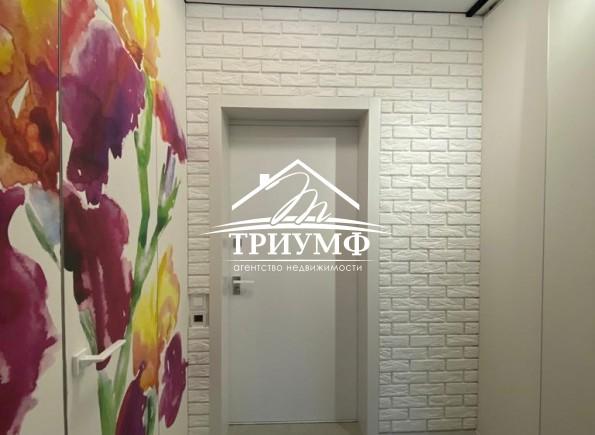 Просторная квартира-студия современного образца в новом доме!