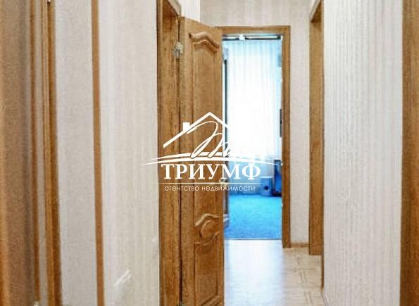 Шикарная 4-комнатная квартира на 3-м этаже в Центре города!