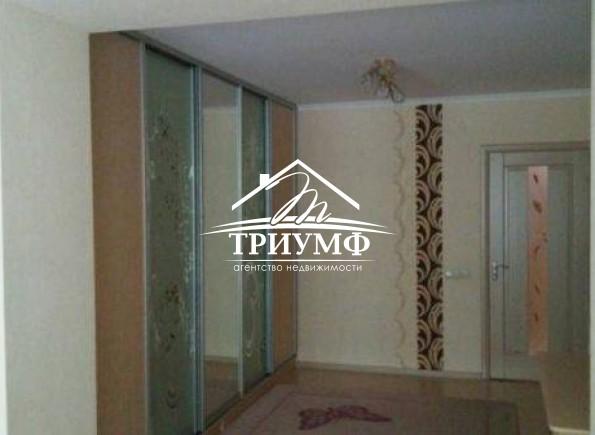 Большая 2хкомнатная квартира 70  кв.м. с  автономным отоплением в районе Днепровского рынка