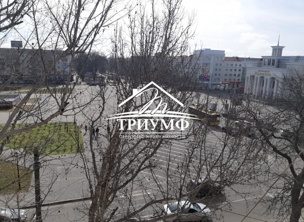 3-комнатная квартира на площади Свободы