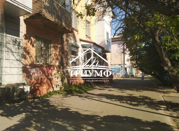 Двухкомнатная квартира ну улице Карла Маркса с фасадным окном под коммерческую деятельность!