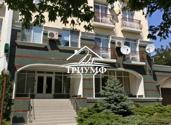 4-комнатная квартира на 2-м этаже в элитном доме в Центре города!