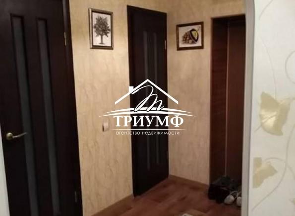 Квартира с ремонтом и мебелью в среднем этаже!