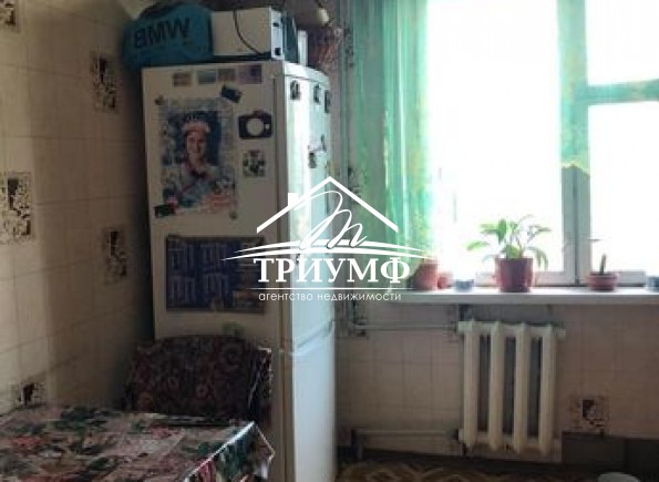 3-комнатная квартира на Таврическом неа среднем этаже