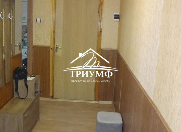 3-комнатная квартира на среднем этаже, Таврический