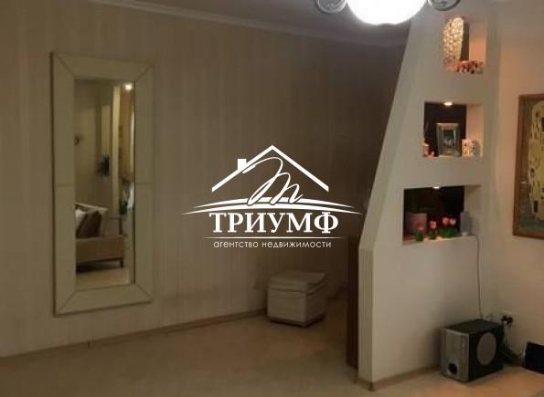 3-комнатная квартира с видом на реку в кирпичном доме в Центре!